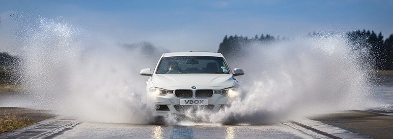 Como manejar un auto bajo la lluvia Aquaplaning